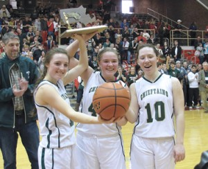 Co-Captains Emmalie Keenan, Emma Duggan and Cecilia Burke raise the Div 2 Championship Trophy.   (Ellen Oliver )