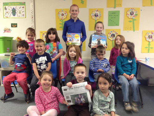 Alannah Reilly and Rachel Abrutyn read to the step 1 class at Steppingstones